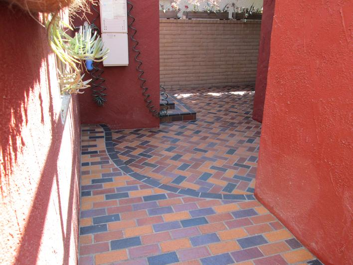PROFESSIONAL INSTALLATION CONTRACTOR IN SAN DIEGO FOR BRICK PAVER PATIO & WALLS.
