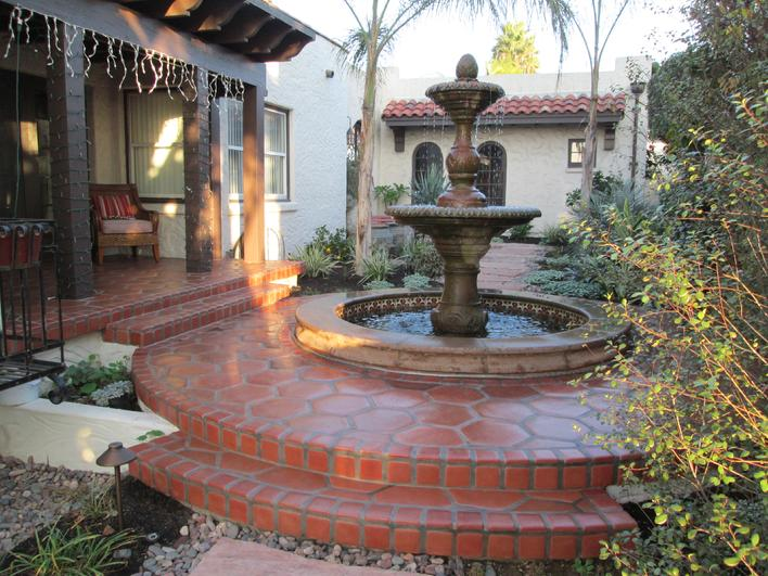 Photo Image of Octagonal Lincoln Paver & Cantera Stone fountain surround